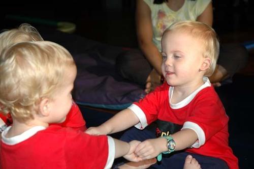 Jasper & Sela holding hands at gymnastics